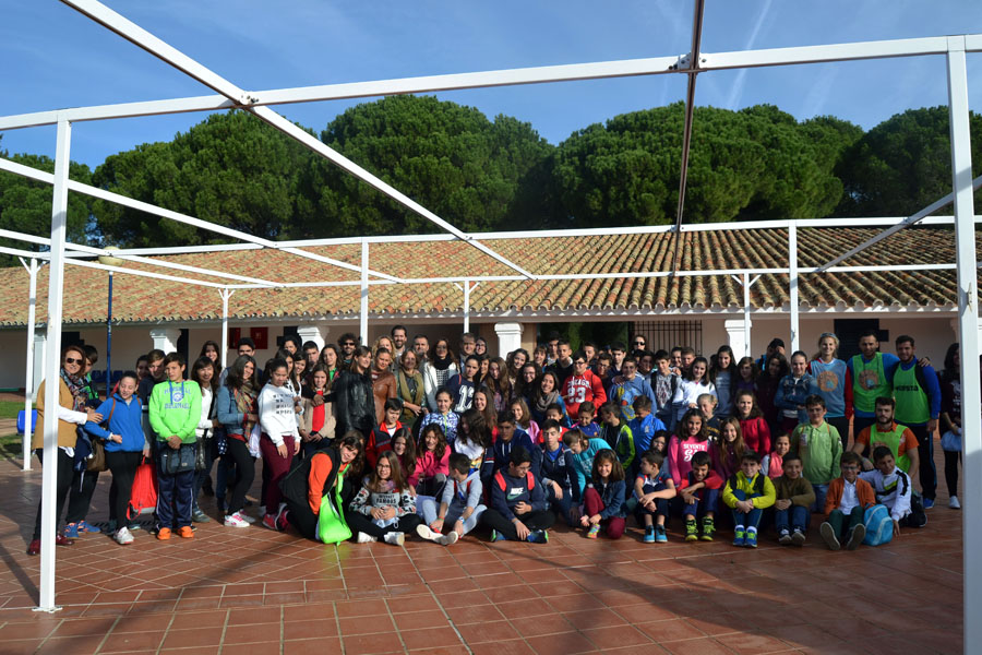 El Consejo Local de Infancia de Iznájar se suma a la celebración del Día Universal de la Infancia con actividades lúdicas y culturales en el Albergue de Cerro Muriano 1