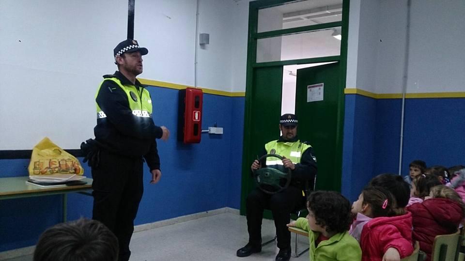 La Policia Local imparte una jornada de seguridad vial en el Colegio 1