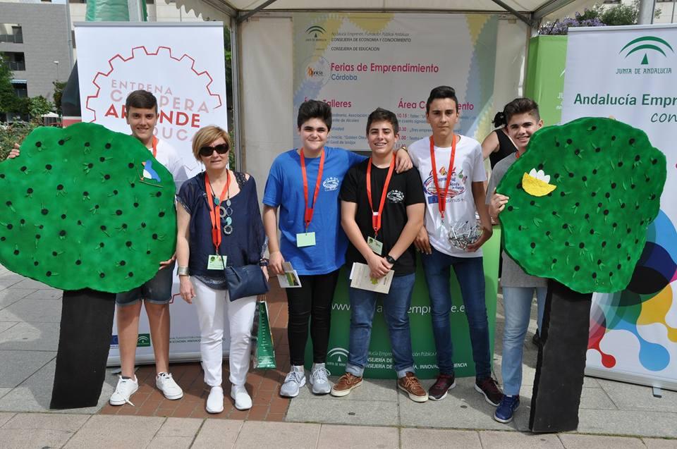 El I.E.S. Mirador del Genil participa en una Feria de Emprendimiento en Córdoba con un proyecto sobre aceite 1