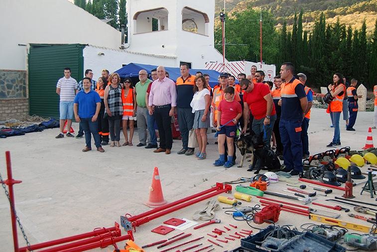 El grupo de Protección Civil de Rute e Iznájar presenta el nuevo remolque de emergencias de telecomunicaciones 1