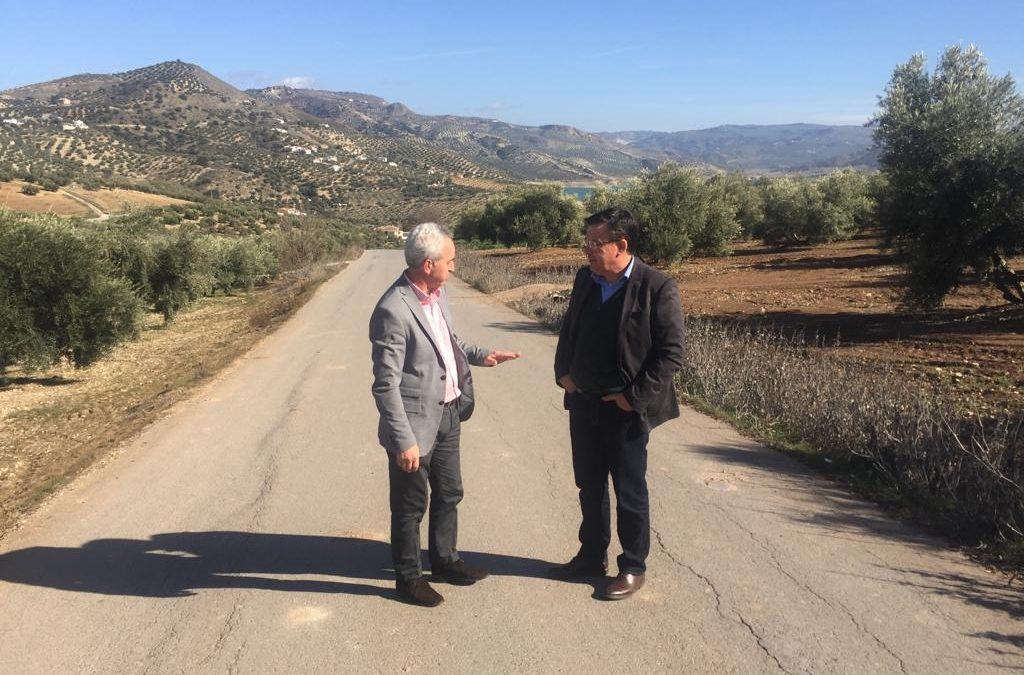 El Delegado de Cooperación con los municipios visita Iznájar 1