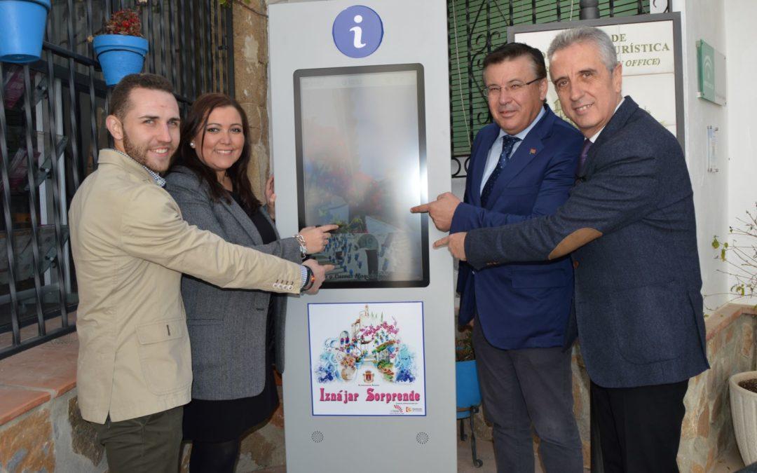 El Ayuntamiento de Iznájar pone en servicio una pantalla multimedia de información turística 1