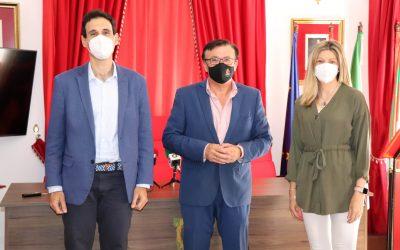 Visita Iznájar el Delegado de Políticas Sociales de la Junta en Córdoba