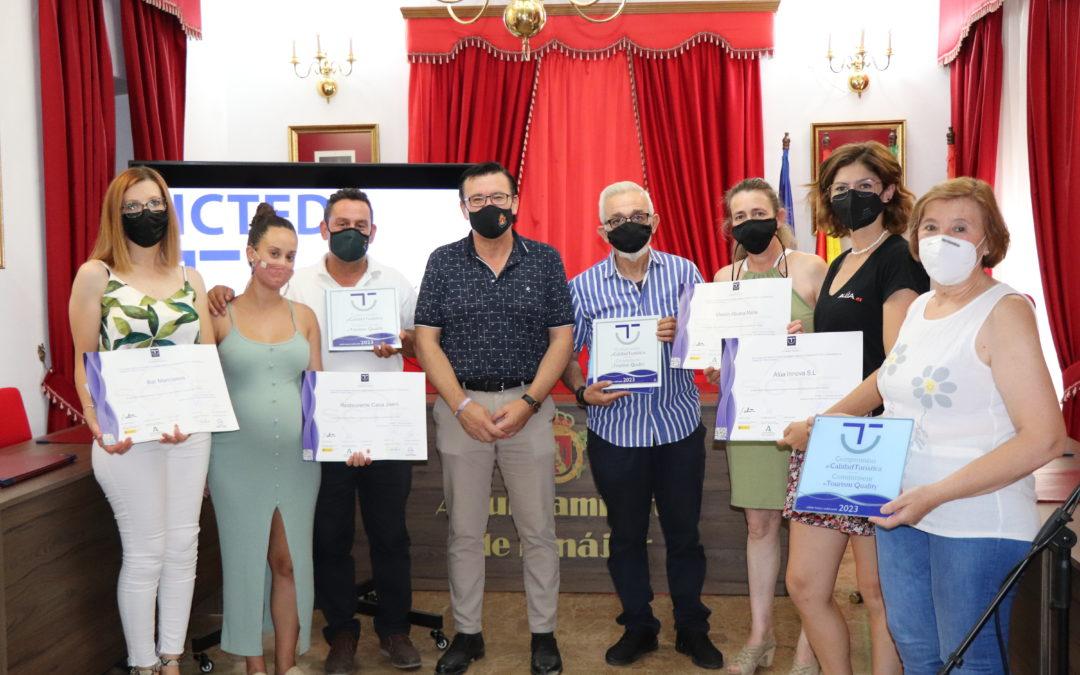 Iznájar entrega cuatro nuevos distintivos de calidad turística SICTED