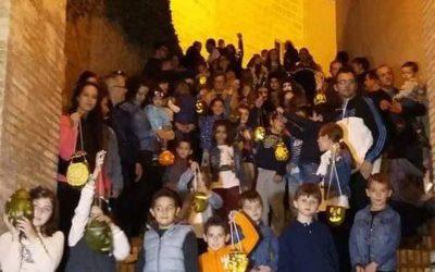 Los niños de Iznájar y sus farolillos de melón iluminarán el fin de semana de Todos los Santos